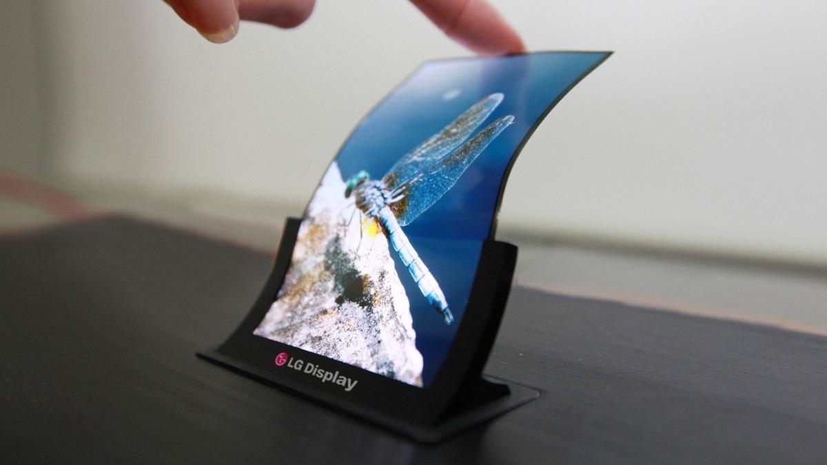 Apple plănuiește să lanseze un iPhone pliabil ca un portofel
